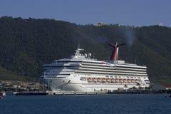 Barco de cruceros en St Thomas Foto de archivo libre de regalías