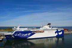 Barco de cruceros en Tallinn Fotos de archivo