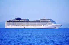 Barco de cruceros enorme Foto de archivo libre de regalías