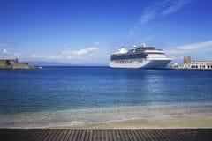 Barco de cruceros grande Foto de archivo libre de regalías