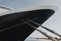 Barco de cruceros grande atracado en el turco magnífico imagen de archivo