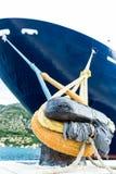 Barco de cruceros grande en puerto imágenes de archivo libres de regalías
