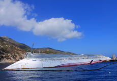 Barco de cruceros hundido fotos de archivo libres de regalías