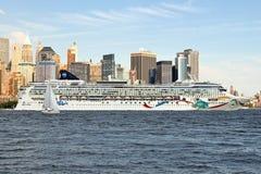 Barco de cruceros masivo Imagen de archivo