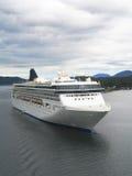 Barco de cruceros noruego del alcohol en el puerto de Ketchikan, Alaska Imagen de archivo libre de regalías