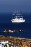 Barco de cruceros - Paros, Grecia foto de archivo libre de regalías