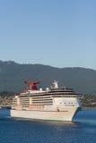 Barco de cruceros que sale del puerto #2 de Vancouver imágenes de archivo libres de regalías
