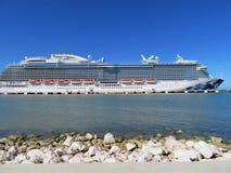 Barco de cruceros real de la princesa en Amber Cove, Puerta Playa, República Dominicana - 12/12/17 - princesa real atracada Fotografía de archivo