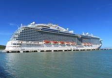 Barco de cruceros real de la princesa en Amber Cove, Puerta Playa, República Dominicana - 12/12/17 - princesa real atracada Fotos de archivo libres de regalías