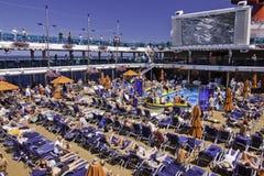 Barco de cruceros - remoje para arriba el Sun imagen de archivo libre de regalías