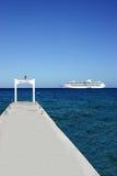 Barco de cruceros y muelle Fotos de archivo