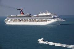 Barco de cruceros y oferta en Belice imagen de archivo libre de regalías