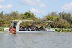 Barco de cruzamento Austrália do rio do turista Imagem de Stock