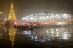 Barco de enfileiramento, árvore do Xmas e pista de gelo de flutuação em enbakmen de Darsena Fotos de Stock