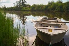 Barco de enfileiramento Fotos de Stock Royalty Free