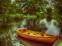Barco de enfileiramento de madeira Fotos de Stock Royalty Free