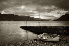 Barco de enfileiramento no Loch Duich Imagens de Stock Royalty Free