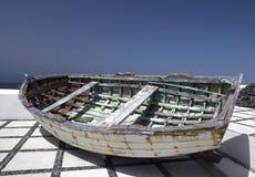 Barco de enfileiramento - Santorini - Grécia Fotografia de Stock