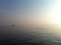 Barco de fila en el Ganges Fotos de archivo libres de regalías
