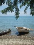 Barco de fila en la orilla haitiana imágenes de archivo libres de regalías