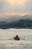 Barco de fileira em uma tarde nebulosa de Sausalito Imagem de Stock