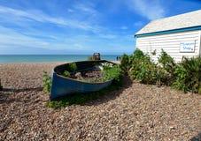 Barco de fileira velho na praia de Brigghton Imagens de Stock