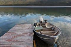 Barco de Fischer en el lago crag cerca de Crarcross el Yukón Canadá fotos de archivo
