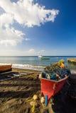 Barco de Fisher na praia Fotos de Stock