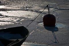 Barco de Freezed con la boya Fotografía de archivo libre de regalías
