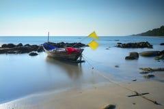 Barco de irradiar el mar, provincia de Rayong, fotografía de archivo libre de regalías