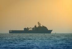 Barco de la Armada en el amanecer Fotos de archivo