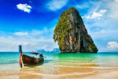 Barco de la cola larga en la playa, Tailandia Fotografía de archivo libre de regalías