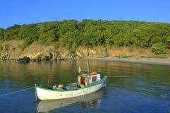 Barco de la descarga del río de Ropotamo Imagen de archivo