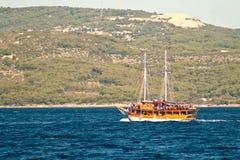 Barco de la embarcación de recreo en el mar adriático Croacia, en viaje de la excursión Fotos de archivo