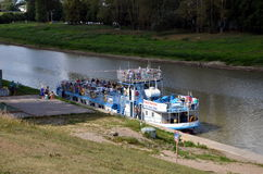 Barco de la excursión Imagenes de archivo