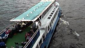 Barco de la excursión almacen de video
