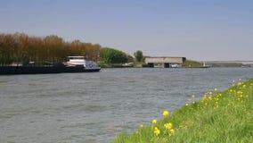 Barco de la gabarra en los Países Bajos metrajes