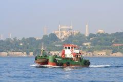 Barco de la limpieza del mar imagen de archivo libre de regalías