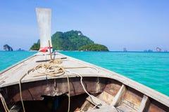 Barco de la opinión del mar imagenes de archivo