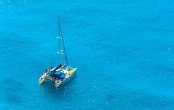 Barco de la playa de Egremni Fotografía de archivo