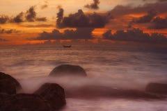 Barco de la puesta del sol Imágenes de archivo libres de regalías