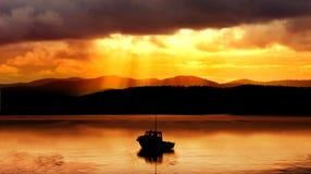 Barco de la puesta del sol Fotografía de archivo