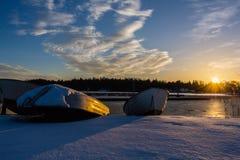 Barco de la puesta del sol Fotos de archivo libres de regalías