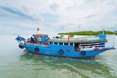 Barco de la ruta del río de Vietnam Foto de archivo