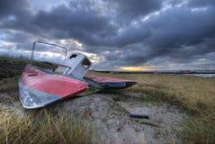 Barco de la salida del sol y de la ruina Imagenes de archivo