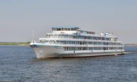 Barco de la travesía del río blanco Fotografía de archivo libre de regalías