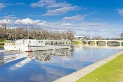 Barco de la travesía en el río de Yarra en Melbourne Foto de archivo libre de regalías
