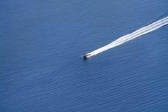 Barco de la velocidad en el mar Fotografía de archivo libre de regalías