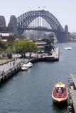 Barco de la velocidad y puente de puerto de Sydney Fotografía de archivo