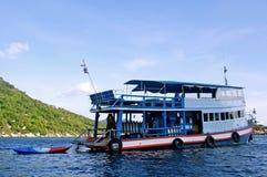 Barco de la zambullida en Koh Tao, Tailandia imagen de archivo